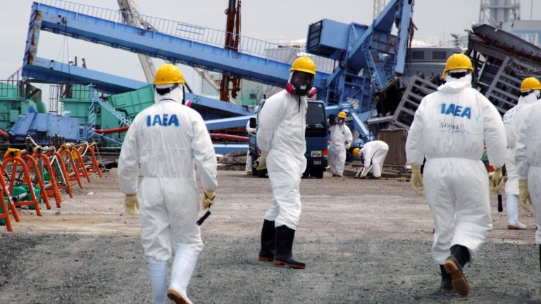 Members of the IAEA fact-finding team in Japan visit the Fukushima Daiichi Nuclear Power Plant on 27 May 2011 to examine the devastation wrought by the 11 March earthquake and tsunami.