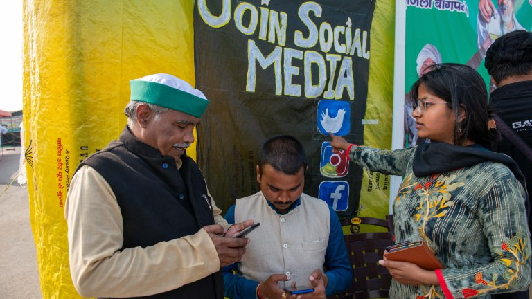 A member of the All India Student Federation teaches farmers about social media and how to use such tools as part of ongoing protests against the government. (Pradeep Gaur / SOPA Images / Sipa via Reuters Connect)