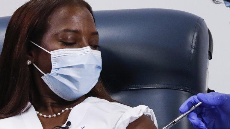 American woman gets COVID-19 vaccine