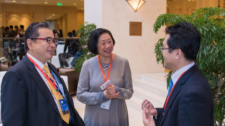 China Program and SCPKU Director Jean Oi in conversation with two attendees at the 2017 Lee Shau Kee World Leaders Forum.
