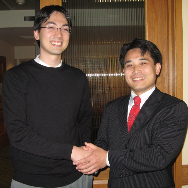 APARC faculty Phillip Lipscy shaking hands with a Global Affiliate visiting fellow.