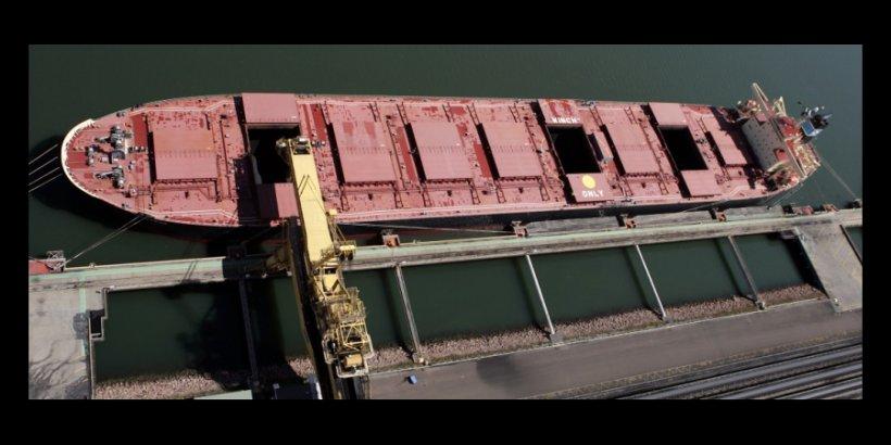 Coal ship in Newcastle headliner