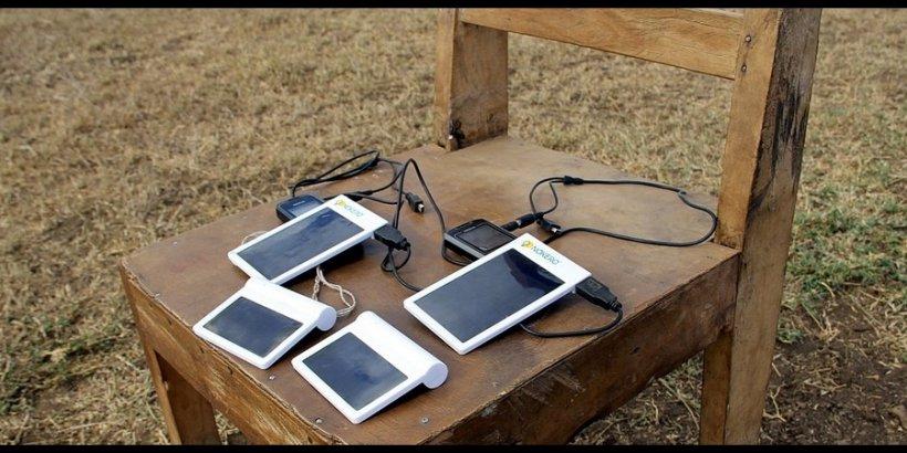 solar cellphone Flickr Nokero headliner