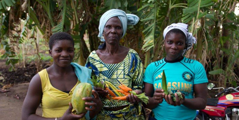 women fruits hl