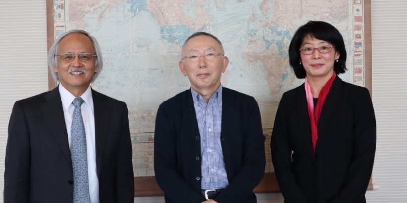 Yanai Tadashi Foundation President Tadashi Yanai with SPICE Director Gary Mukai and Stanford e-Japan instructor Waka Brown