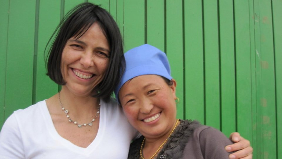 Stanford faculty Beatriz Magaloni smiles with a rural Tibetan woman.