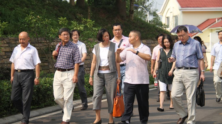 Village official talking to China Program faculty, Jean Oi and Xueguang Zhou, and researchers from the NDRC during fieldwork in China.