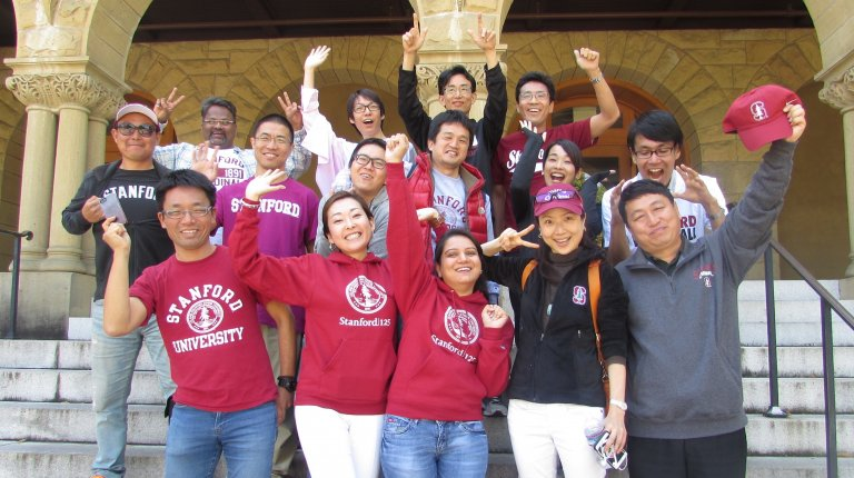 Global Affiliate visiting fellows (2015-16 cohort) posing for the camera at the entrance to Encina Hall, Stanford. Photo credit: Denise Masumoto.