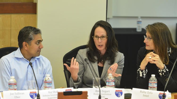 CISAC co-director Amy Zegart (center) speaks during a simulated cybersecurity breach group exercise at the 2016 Cyber Media Roundtable at Stanford.