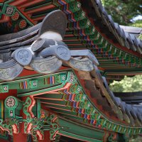 Students in Stanford's SKSP online course learn about Korea from many angles, including both traditional and contemporary Korean culture.