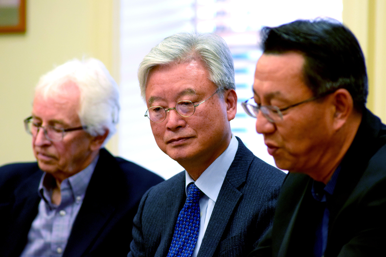 From left to right: FSI Senior Fellow Siegfried Hecker, ROK Ambassador Cho Yoon-je, and APARC Director Gi-Wook Shin.