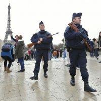 french soldiers patrol eiffel tower reuters rts6zju