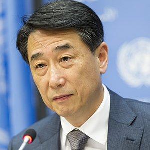 Joon Oh speaking at UN