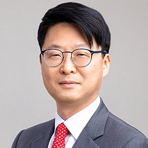 Portrait of Suh-Yong Chung