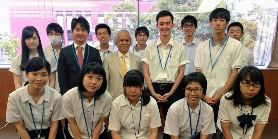 High school students from Tottori Prefecture with SPICE Director Gary Mukai and Stanford Visiting Scholar Junichiro Hirata
