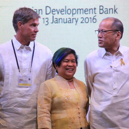 """CISAC senior research scholar Joe Felter (left) joins Philippine President Benigno Aquino (right) and the Secretary of the Department of Social Welfare and Development Corazon """"Dinky"""" Soliman (center) onstage at a conference in Manila."""