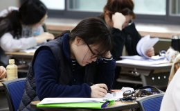 Korean Students Take Crucial College Scholastic Ability Test