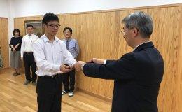 Stanford e-Tottori student Kosei Kamada with Principal Eiju Yamamoto of Tottori Nishi High School