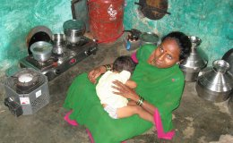 Mother with stoves near Kolhapur, cropped v2
