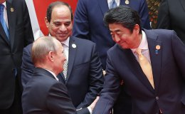 Japanese Prime Minister Shinzo Abe shakes hands with Russian President Vladimir Putin at the G20 Summit on Sept. 4, 2016, Hangzhou, China. | Photo credit: Lintao Zhang/Getty Images