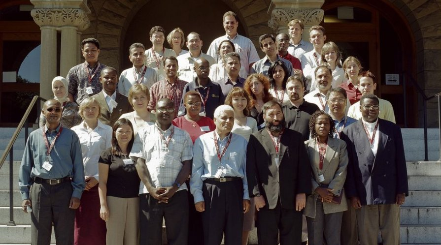 Draper Hills class of 2005 on Encina Hall stairs