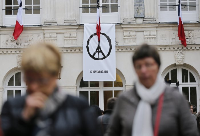 "Image of A banner with the drawing ""Peace for Paris"" of French artist Jean Jullien."