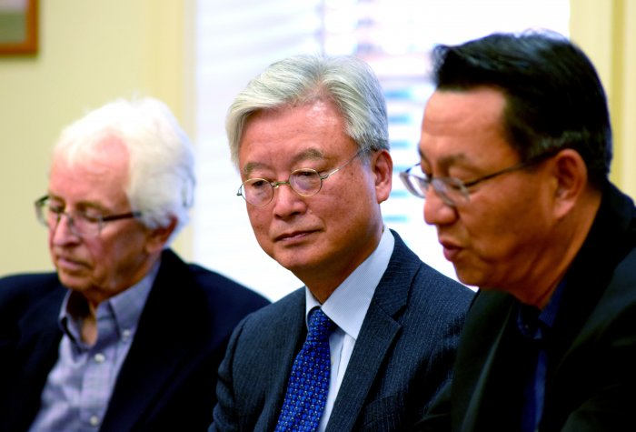 From left to right: FSI Senior Fellow Siegfried Hecker, ROK Ambassador Cho Yoon-je, and APARC Director Gi-Wook Shin.