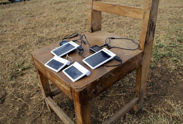 solar cellphone Flickr Nokero