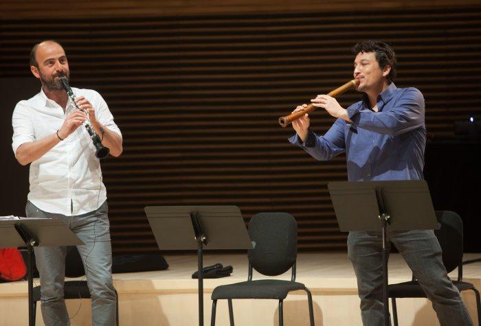 Kinan Azmeh and Kojiro Umezaki, The Silk Road Ensemble. © Joel Simon
