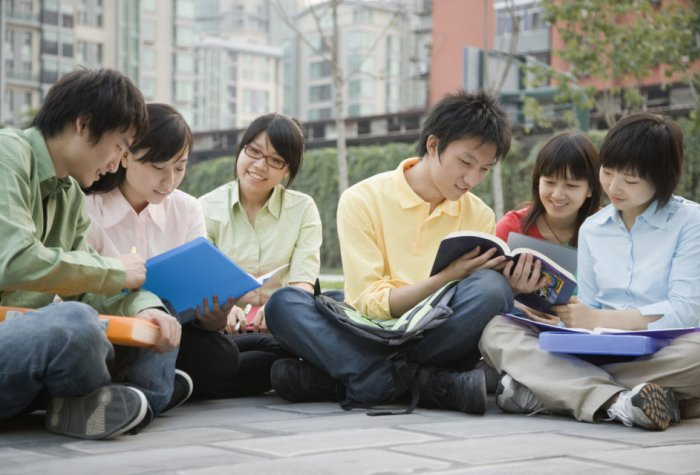 sns college kids in circle