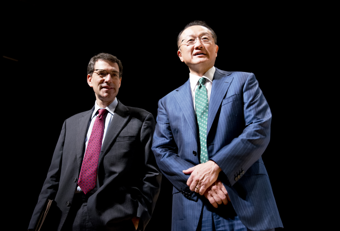 Wall Street Journal's Jacob Schlesinger (at Left) interviews World Bank President Jim Yong Kim at the 2012 Tokyo Annual Meetings of the International Monetary Fund and World Bank.