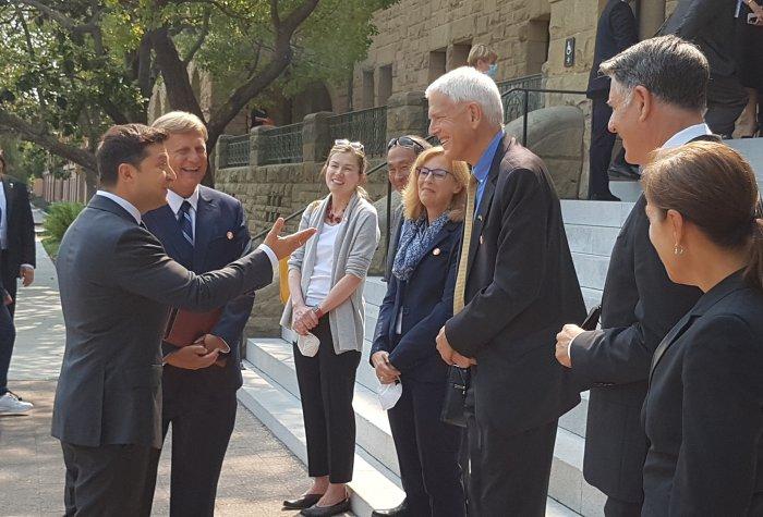 President Volodymyr Zelensky is greeted by Michael McFaul, Anna Grzymala-Busse, Francis Fukuyama, Kathryn Stoner, Steven Pifer, Markos Kounalakis and Lieutenant Governor Eleni Kounalakis.