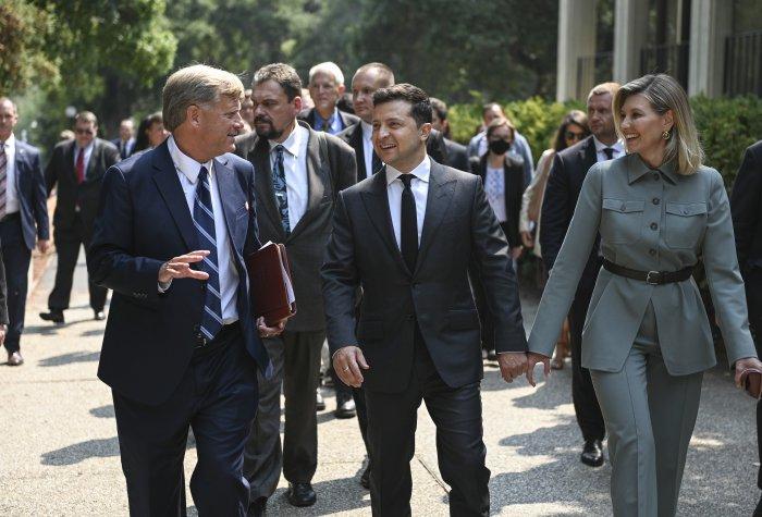 President Volodymyr Zelensky of Ukraine and First Lady Olena Zelenska walk with Michael McFaul.
