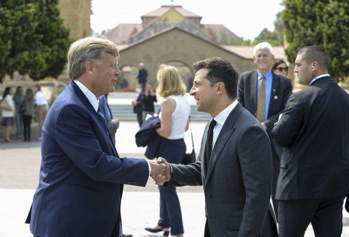 FSI Director Michael McFaul bids President President Volodymyr Zelensky of Ukraine farewell.