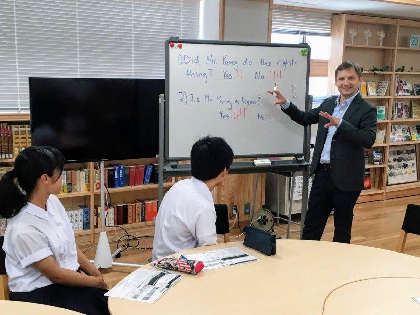 Jonas Edman with e-Tottori students