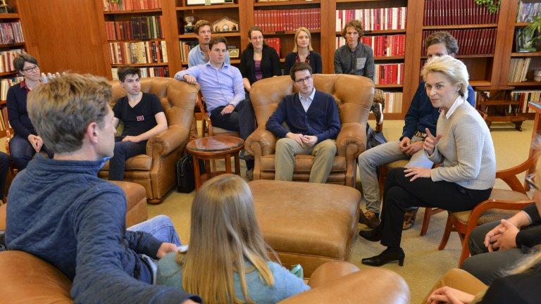 Ursula von der Leyen, Germany Defense Minister, meeting with undergraduates.